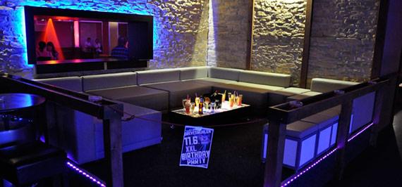 Lounge im Party Floor: 10-20 Personen 100 € inkl. 1 Flasche Champagner